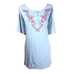 Woman winthin blouse 3x embroidered floral tunic